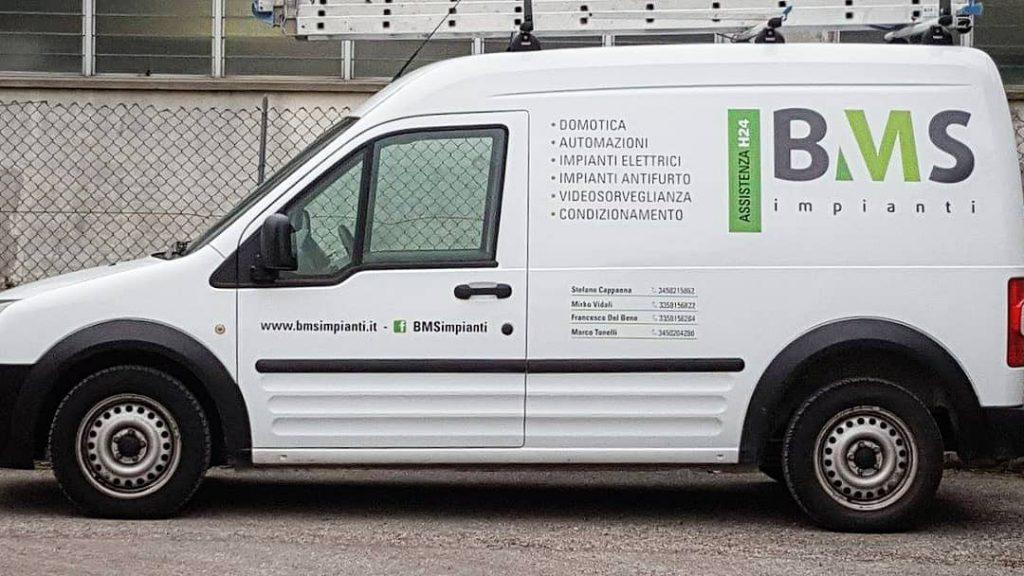 Digital Montesi personalizzazione furgone aziendale con vinile adesivo